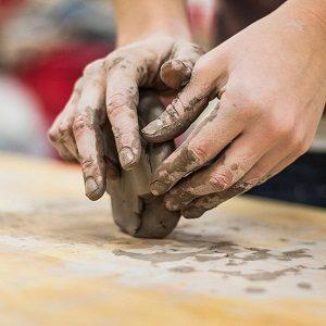 démarrage de cours de poterie réguliers